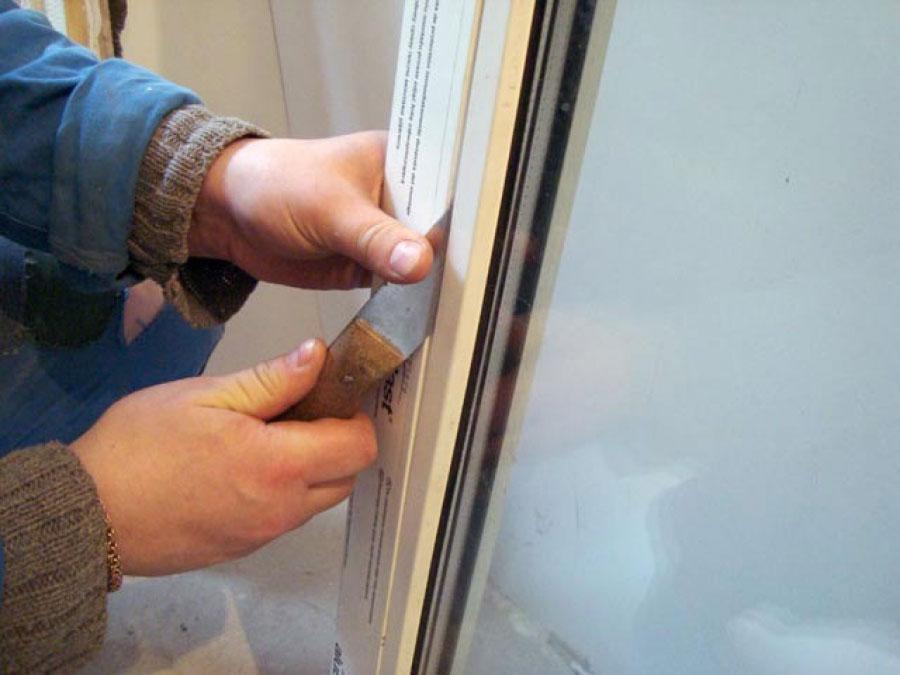 Замена резинового уплотнителя на балконной двери видео..